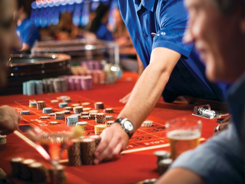Play the Online Casino Games Cautiously and Choose a Trustworthy Site
