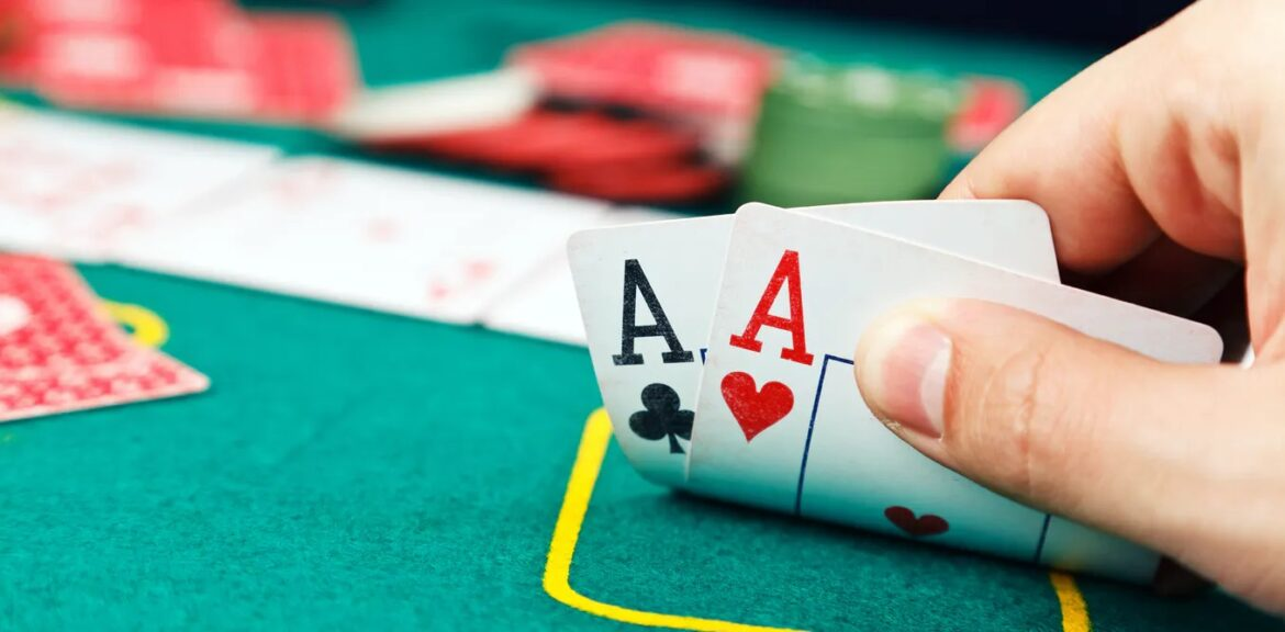 How much does a professional poker player earn?